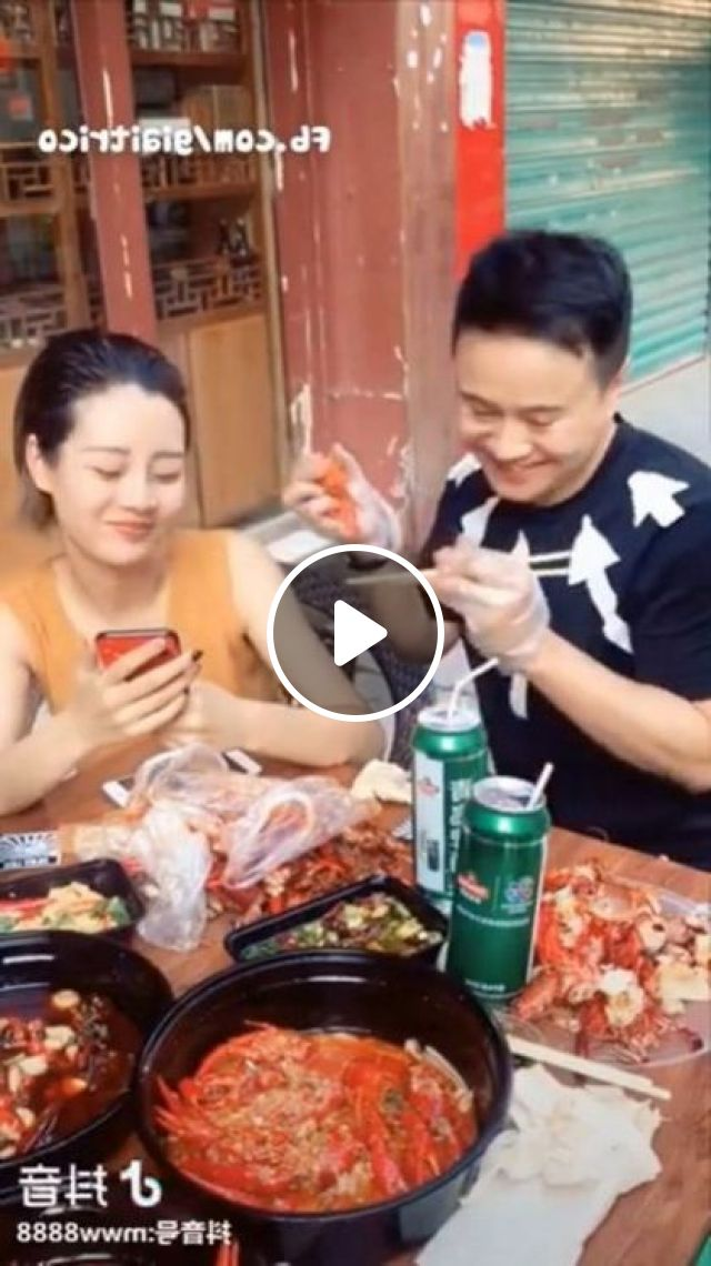 Restaurant Has A Lot Of Delicious Dishes We Have To Yield To Each Other - Video & GIFs | Nature & Travel, restaurants, tourists, delicious food