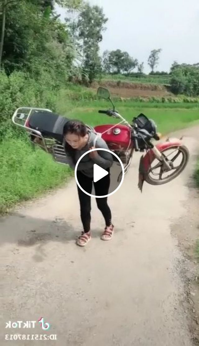 Girl Carried A Motorbike When Gas Ran Out - Video & GIFs | Auto & Technique, funny, motorcycle, performances, girls, women fashion