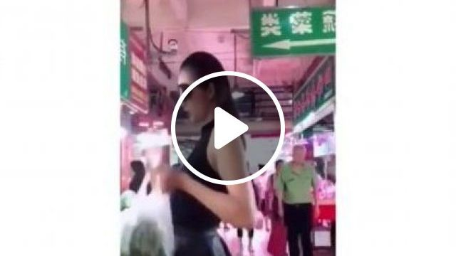 Markets, Commercial Centers, Supermarkets Can Also Perform Fashion Shows - Video & GIFs   Fashion & Beauty, markets, trade centers, supermarkets, fashion shows, fashion men and women