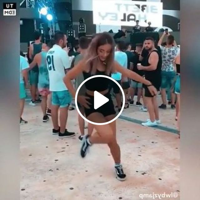 People Dance Together During Festival - Video & GIFs | Fashion & Beauty, fashion men and women, people, dance together, festivals, videos, travel