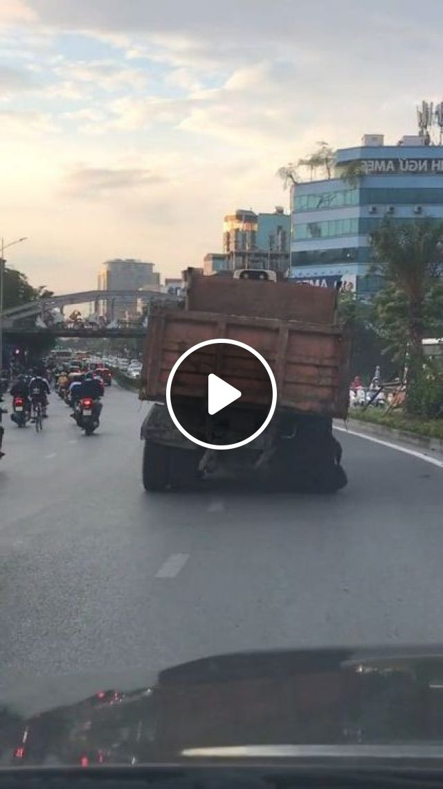 Truck Running On The Road With A Broken Wheel - Video & GIFs | auto & technique, truck, wheel