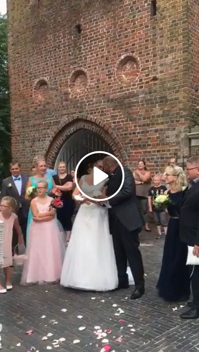 Beautiful Way To End A Wedding - Video & GIFs | fashion & beauty, fashion clothes, wedding dress, video recorder