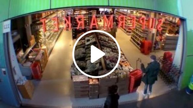 When Rapper Goes To Supermarket And Phone Is About To Run Out Of Battery - Video & GIFs | Fashion & Beauty, clothes fashion, supermarkets, iphone phones, consumer goods
