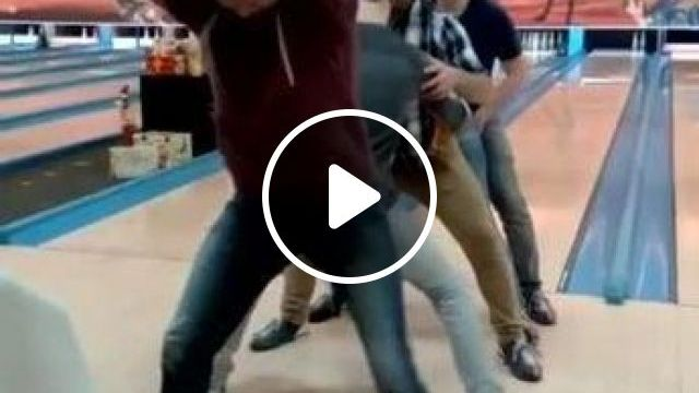 Everyone plays bowling - Funny Videos - funnylax.com - sports,people,men and women fashion,fashion shoes,bowling,sports equipment