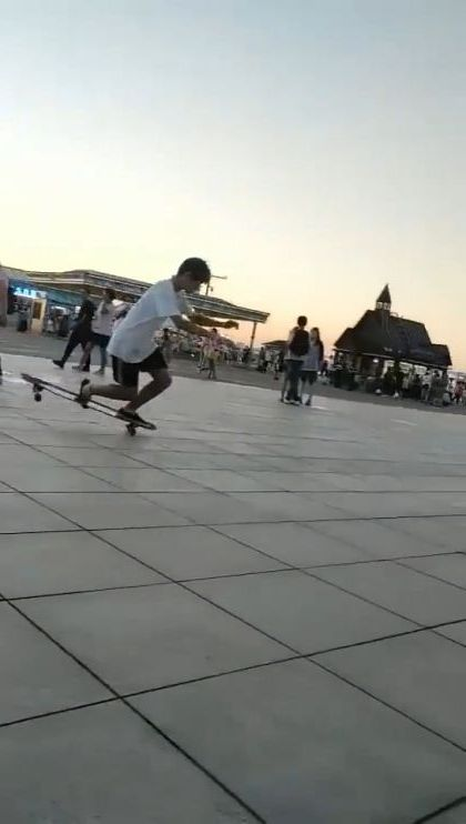 My friend said his skateboarding is excellent, but.. - Funny Videos - funnylax.com - sports,sports shoes,sports clothes,skateboards