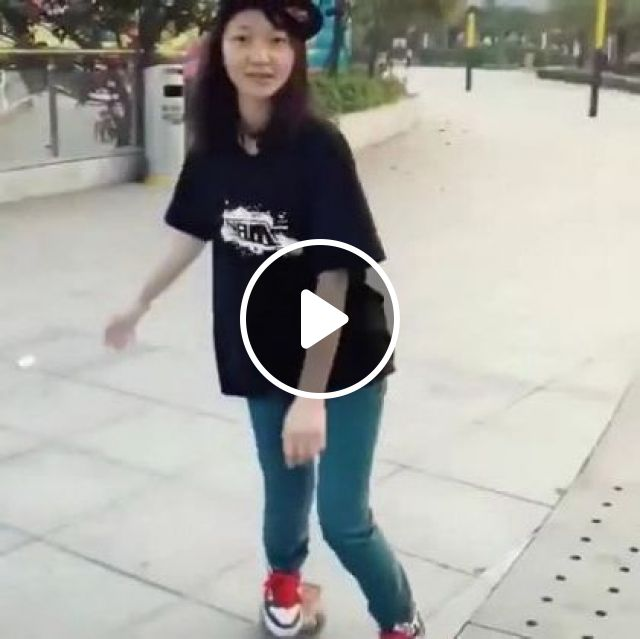 Girl And Roller Skates On The Street - Video & GIFs | Fashion & beauty, talented girls, sports clothes, roller skates, singapore tourism