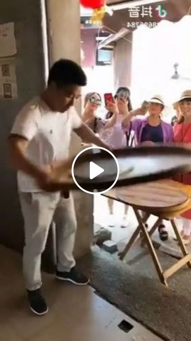 Tourists Use Smartphones To Record Chefs Making Cakes - Video & GIFs | nature & travel, tourists, smartphones, record, high definition, baking chefs