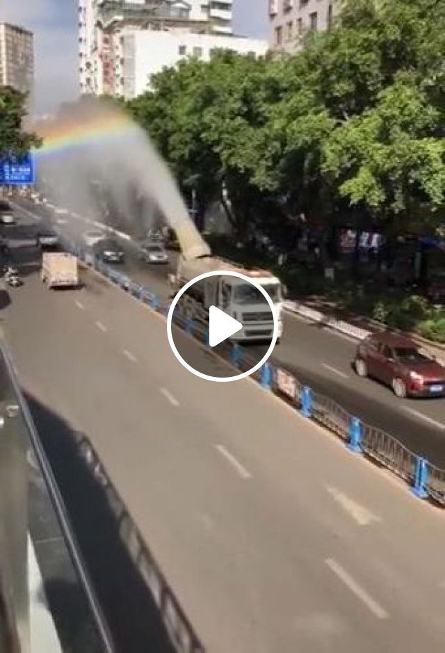 Cooling City By Truck With Water Pump - Video & GIFs   auto & technique, cooling cities, luxury vehicles, luxury cars, trucks, water pumps