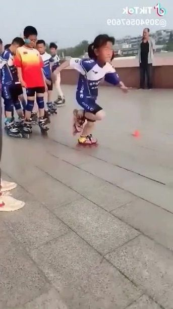 Students practice roller skating at school - Funny Videos - funnylax.com - sports,students,practice,roller skating,school,education,uniforms