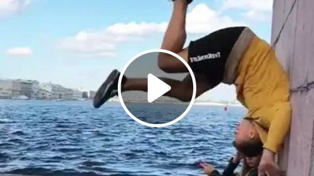 Girl Was Surprised With His Acrobatics - Video & GIFs | sports, man, men and women fashion, acrobatics, sports shoes