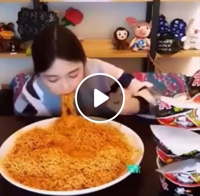Girl Can Eat A Lot Of Noodles In A Restaurant - Video & GIFs | fashion & beauty, girls, clothes fashion, restaurants, furniture